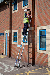 3.8m Telescopic Ladder - Ladder weight : 13.5kg